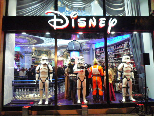 Force Friday Au Disney Store Des Champs Elys Es On Y