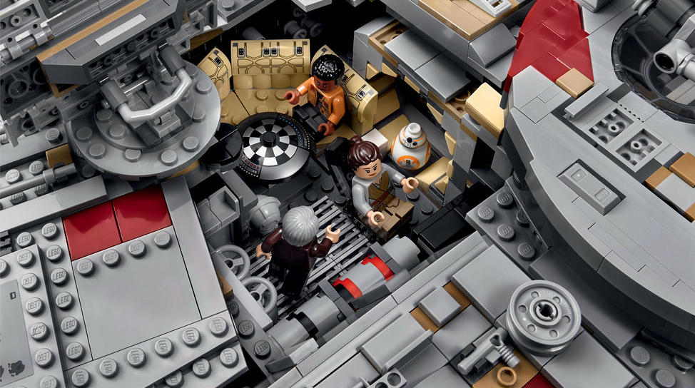 Lego star wars un gigantesque set du faucon millenium for Interieur faucon millenium